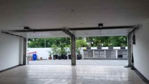 menjual pintu garasi otomatis di indonesia