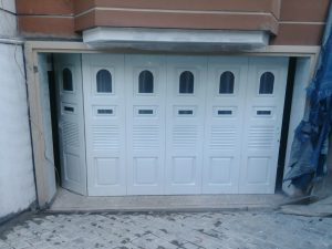 pintu garas besi