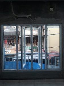 jendela double swing dan kacamati