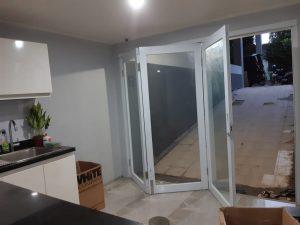 pintu lipat 3 daun alumunium