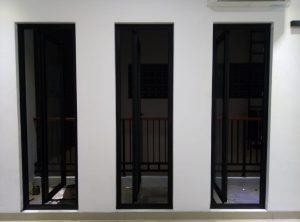 jendela swing upvc hitam