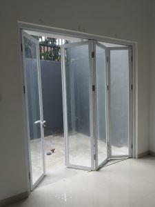Pintu lipat alumunium YKK